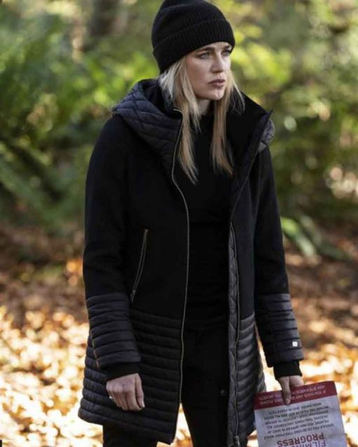Caity Lotz Legends Of Tomorrow S05 Sara Lance Black Coat