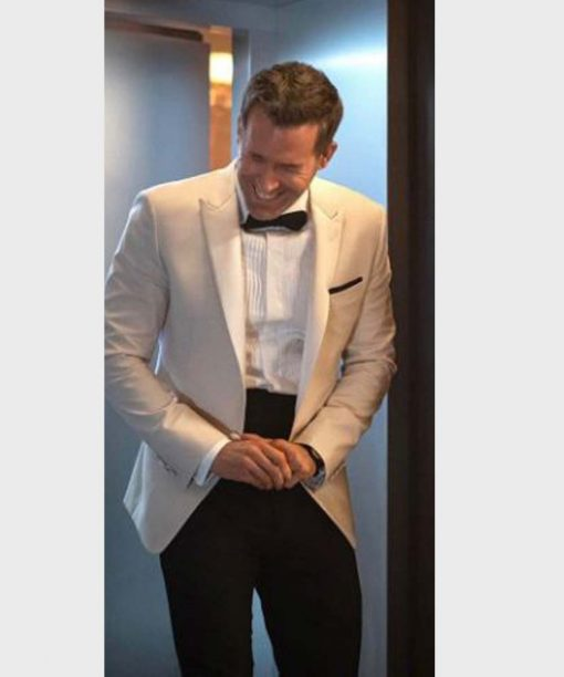 Red Notice Ryan Reynolds White Blazer